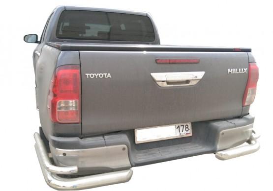 Жесткая трехсекционная крышка Toyota Hilux VIII Revo